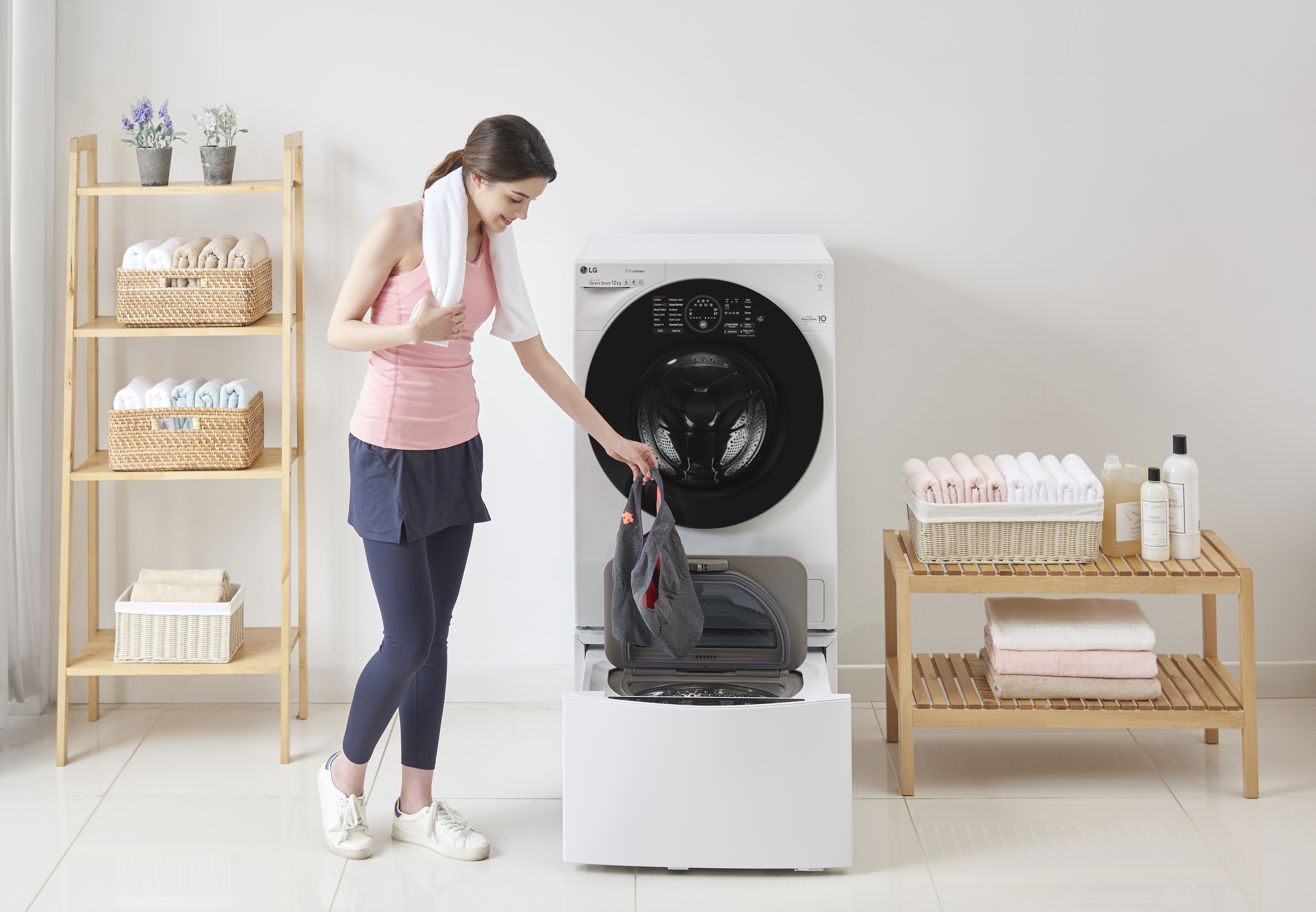 LG LAUNCHES THE LG TWINWASH™ FOOTBALL CHALLENGE IN COLLABORATION